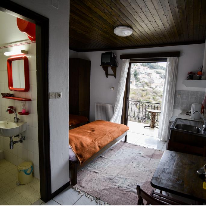 /rooms/left-corner-room.html